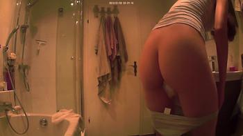 Patreon girl gets naked and masturbates - Patreon Porn