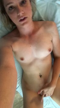 Snapchat Teen Monroe invites you to enjoy her young body - Snapchat Videos