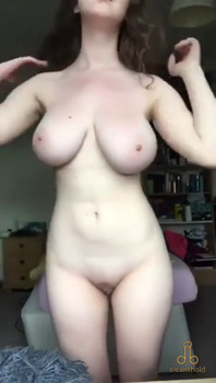 Donna Bell wants to get fucked in the garden - Tiktok Porn Videos
