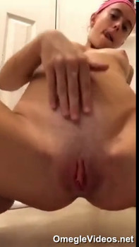 Horny student shake ver ass and masturbates for me - Omegle Videos