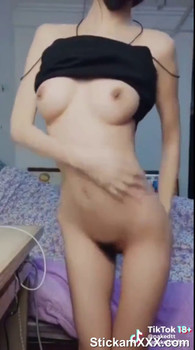 Hot brunette babe toying her sexy ass on Stickam Videos