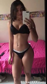 Willamina Masturbates with large markers and pisses - Bigo Live Porn