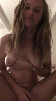 Stickam blondy with big lips making a blowjob for her cream bottle