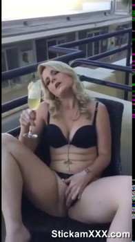 Mes gros seins tout mouillé sous la douche - Onlyfans Porn