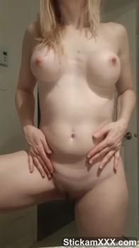 Rocker girl lola ash hitachi and dildo in bed - Bigo Live Porn