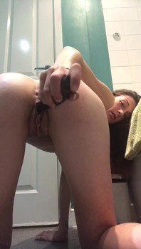 Bigo ass girl caresses her pussy and rides a dildo