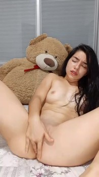 New girl tries herself on webcam - Stickam Videos